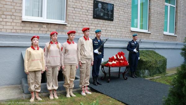 На школе №39 появилась мемориальная доска памяти капитана 2 ранга Александра Тарасюка
